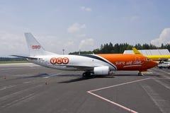300 737波音tnt 库存照片