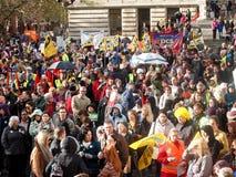 3000 manifestantes demuestran Portsmouth Imágenes de archivo libres de regalías