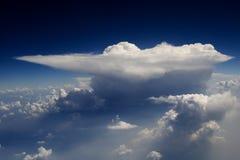 31朵云彩飞行视图 免版税库存照片