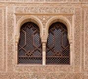 32 - finestre incurvate a alhambra Fotografia Stock Libera da Diritti
