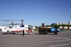 32a直升机钾拖曳 库存图片