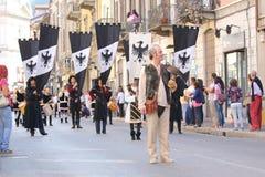 32ste, historische parade, Palio van Baradello Stock Afbeelding