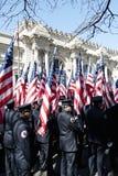 343 de Dragers van de Vlag FDNY in Parade NYC Stock Afbeelding