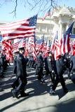 343 elementi portanti di bandierina di FDNY nella parata di NYC Immagine Stock
