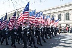 343 FDNY Markierungsfahnen-Stützen in der NYC Parade Lizenzfreies Stockfoto