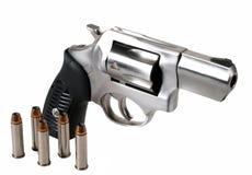 .357 de Revolver van de anderhalve liter fles met Kogels Royalty-vrije Stock Fotografie