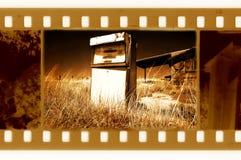 35mm velhos moldam a foto com posto de gasolina americano Fotos de Stock Royalty Free