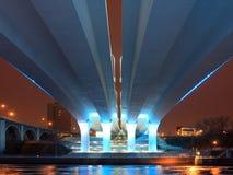 35w桥梁在河的米尼亚波尼斯misssissippi 免版税图库摄影