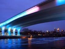 35w桥梁在河的米尼亚波尼斯misssissippi 免版税库存图片