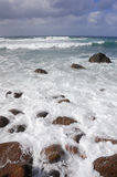 36 волн скалы разбивая Стоковое Изображение RF