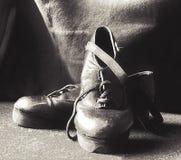 鞋子跨步 图库摄影