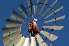 风车的接近的农场 库存照片