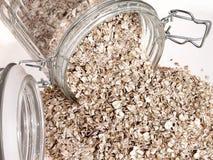 食物玻璃瓶子燕麦原始溢出 免版税图库摄影