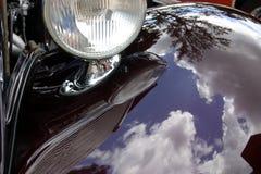 马力强大的反映汽车 库存照片