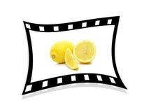 3d影片柠檬选拔被舒展的主街上 库存照片