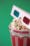 3D glazen & een emmer popcorn Stock Afbeelding