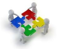3d kleine mensen - team met de raadsels in handen Royalty-vrije Stock Foto
