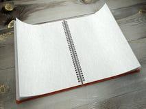 3d ouvrent le cahier blanc sur la texture de papier de bureau Photographie stock libre de droits