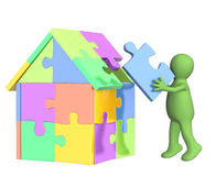 3d puppet, building the house Royalty Free Stock Photos