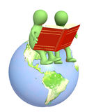 3d puppets, reading the books Royalty Free Stock Photos
