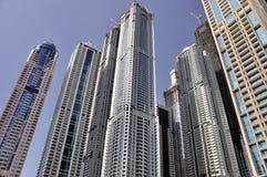 4个回到蓝色大厦迪拜天空 免版税库存图片