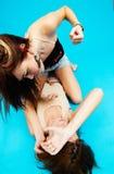 4个女孩青少年搏斗 库存照片