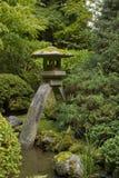 4个庭院日本灯笼石头 免版税库存照片