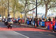 4月2012日伦敦马拉松运动员 库存图片