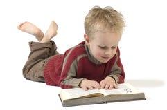 4本书男孩读取 库存图片
