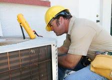 4空调安装工 库存照片