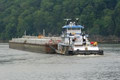 4艘驳船拖轮 图库摄影