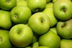 4 μήλα πράσινα Στοκ εικόνες με δικαίωμα ελεύθερης χρήσης