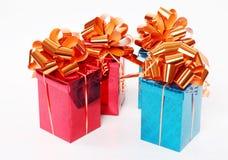 4 красное и голубые глянцеватые коробки подарка Стоковое Изображение