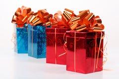 4 красное и голубые красивейшие коробки подарка Стоковое Изображение