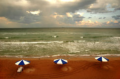 4 облака пляжа Стоковые Фото