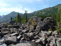 4 средних нижних камня mult озера Стоковые Фото