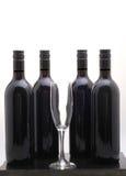 4 черных бутылки красных вина Стоковые Фотографии RF