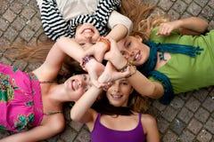 4个女孩团结 免版税库存图片