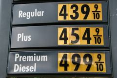 4 54 gas high plus prisskyen Royaltyfria Bilder