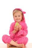 4 años de la muchacha con la pera Imagen de archivo libre de regalías