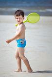 4 anos bonitos do menino idoso na praia tropical Imagem de Stock Royalty Free