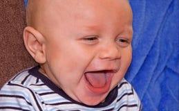 4 behandla som ett barn ras- för lycklig månad för bipojke gammalt Arkivfoto