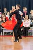4 belarus par dansar unidentified minsk Arkivbild
