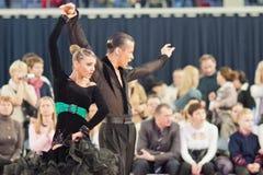 4 belarus par dansar unidentified minsk Arkivfoton