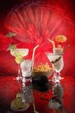 4 bevande felici dell'ombrello su colore rosso Immagini Stock