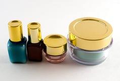 4 bouteilles de produits de beauté Photo stock
