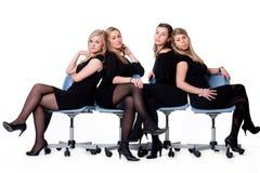 4 dames sur des présidences Photographie stock
