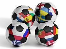 4 Fußballkugeln mit Markierungsfahnen der europäischen Länder. Stockfotos
