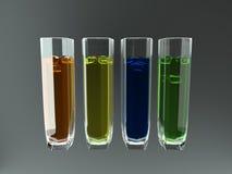 4 glazen met gekleurde vloeistoffen Stock Afbeelding