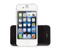 4 jabłczanego czarny iphone odosobniony biel Zdjęcia Royalty Free